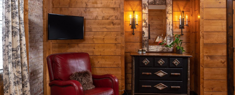 Cedar Room-Dresser
