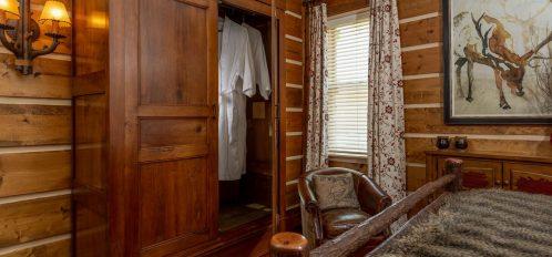 Holly Room- open closet