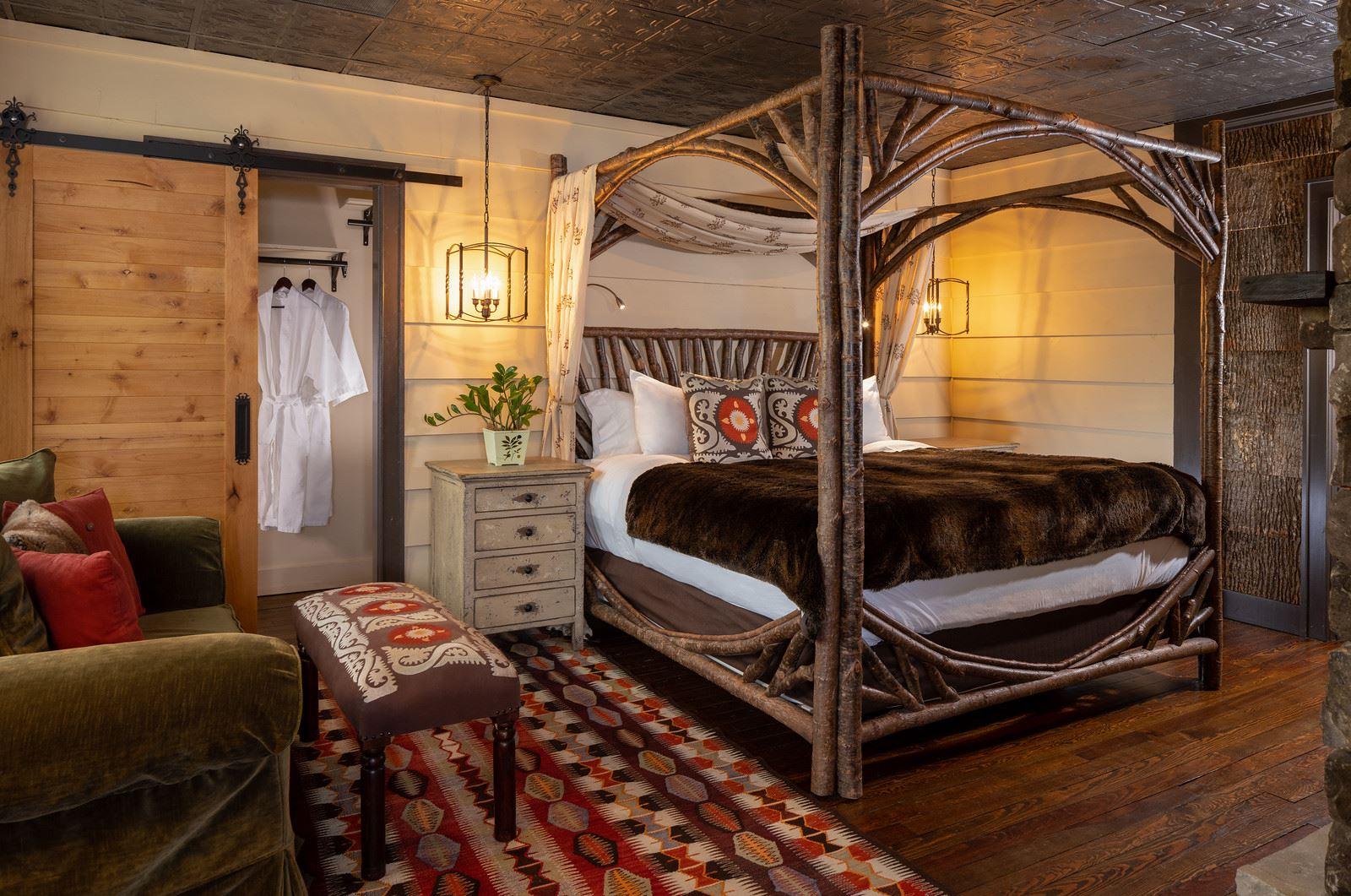 Mountain Laurel Suite- Bed