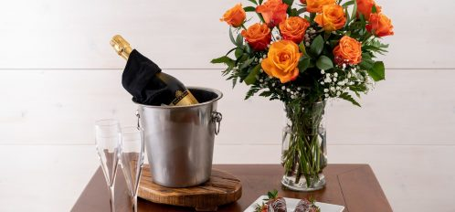 Surprise your partner Package - Bubbly, strawberries, roses