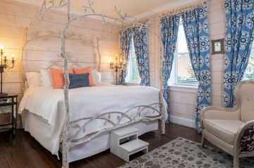 Willow Room-Bed and drapes